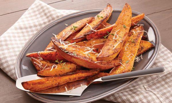 Spicchi di patate dolci al forno
