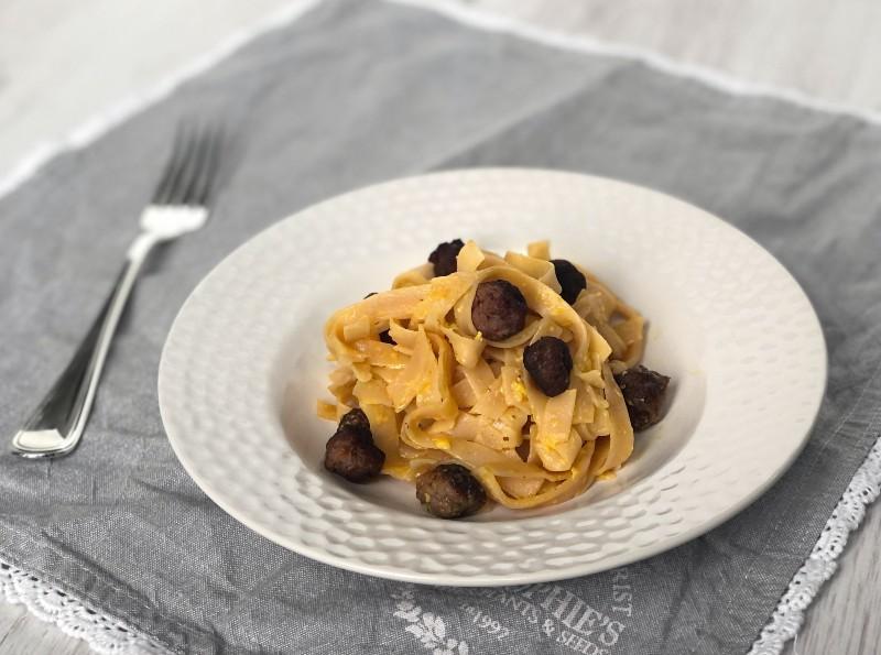 The Bretell Kitchen - Carbonara di tagliatelle di lenticchie rosse con polpette