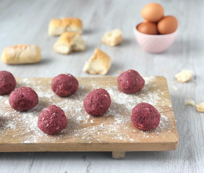 The Bretell Kitchen - Canederli alla barbabietola