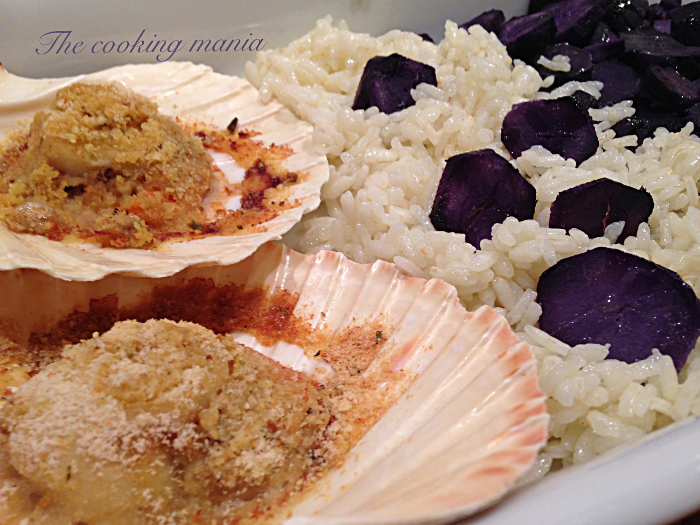 Capesante gratinate con riso e patate viola