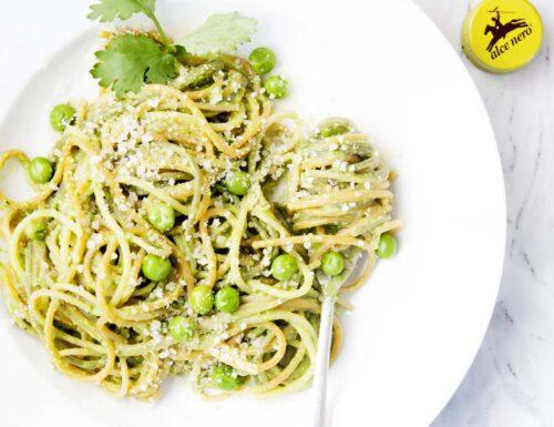 Spaghetti con Pesto di Piselli e Prezzemolo