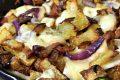 Patate al forno con pancetta, scamorza affumicata e cipolla