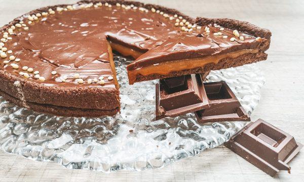 Crostata al cacao con caramello salato e ganache al cioccolato