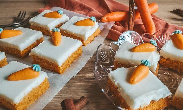 Torta di carote con crema al burro