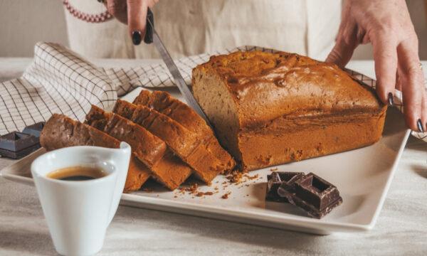 Plumcake al caffè con gocce di cioccolato