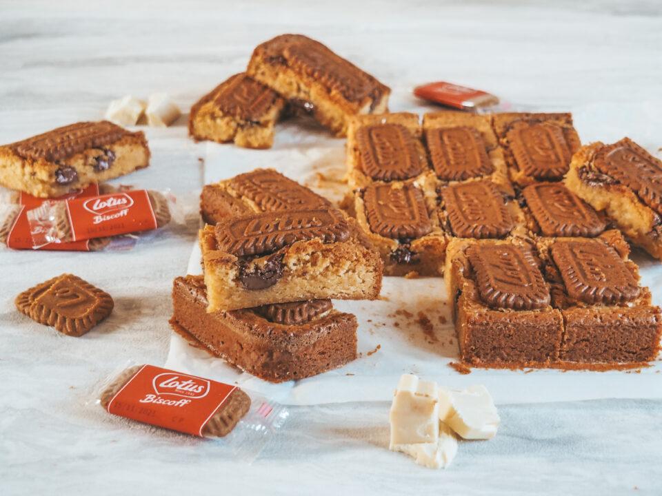 Blondies al cioccolato bianco Nutella e biscotti