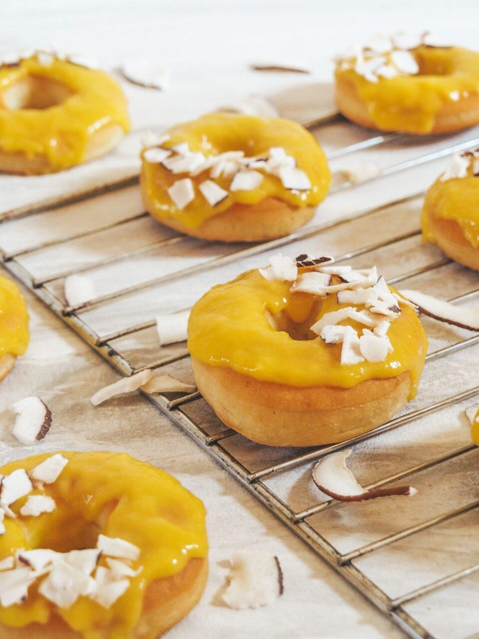 Donuts con glassa al mango