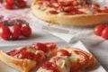 Crostata salata con pomodorini e squacquerone