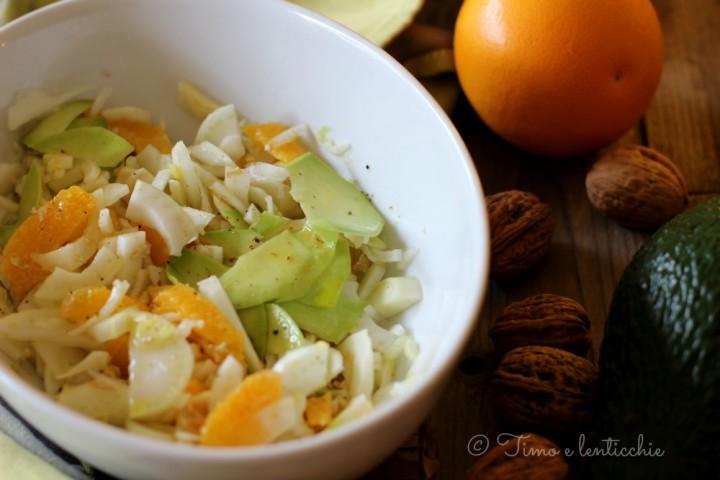 Insalata di finocchi arance avocado e noci