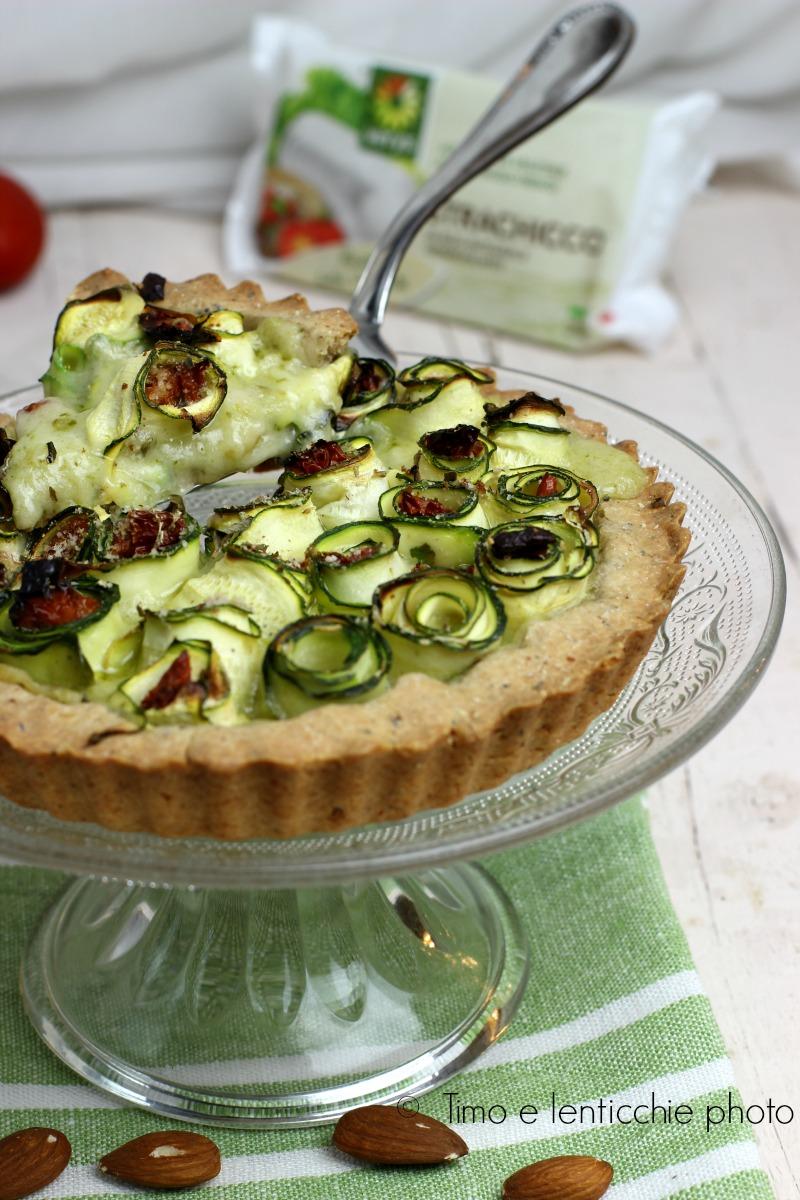 Vegan torta salata con strachicco e zucchine