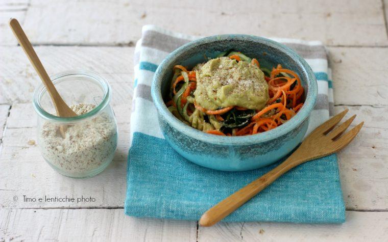 Spaghetti alla chitarra cetriolo e carote raw