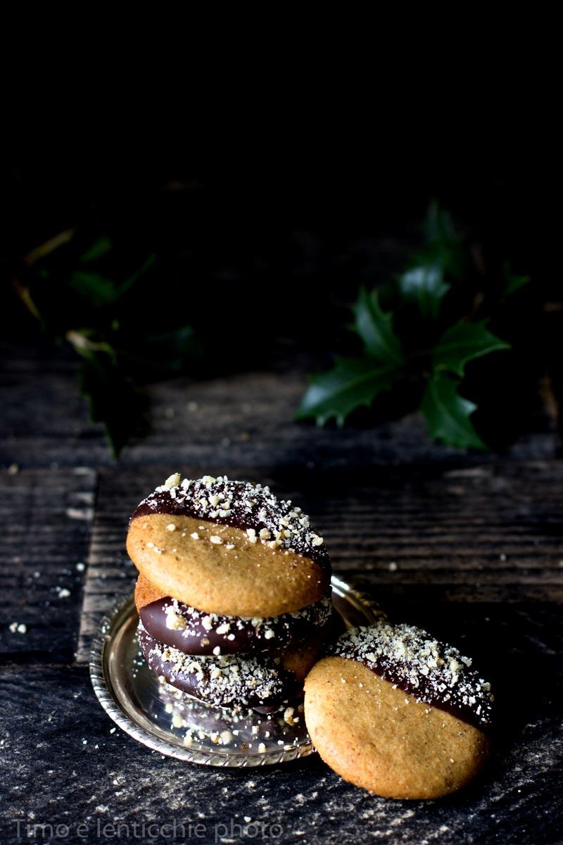 biscotti-alle-nocciole-e-cioccolato-1-di-1