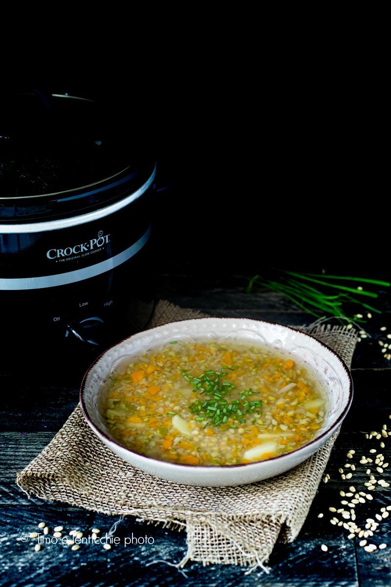 Zuppa di orzo mondo e verdure in crock-pot 2