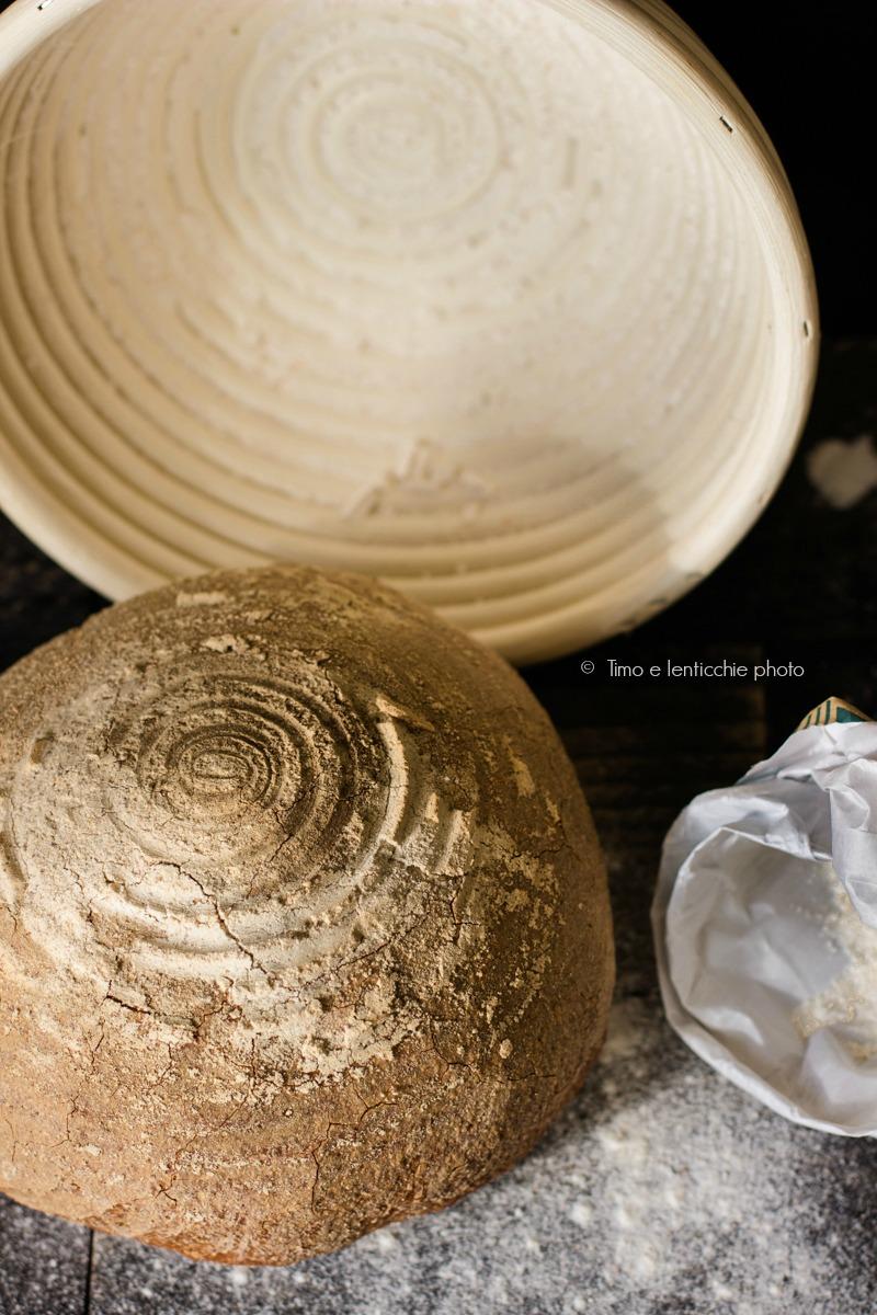 Pagnotta integrale ai semi con pasta madre 1