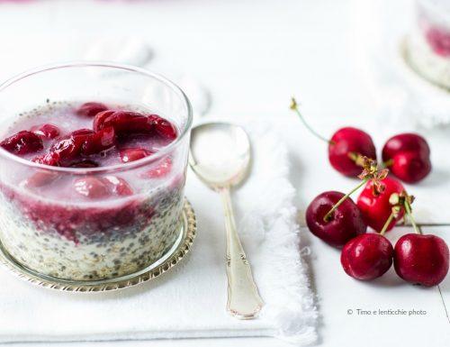 Chia porridge alle ciliegie colazione della salute