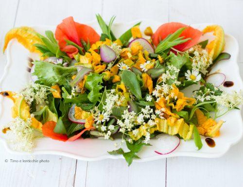 Insalata di fiori ed erbe