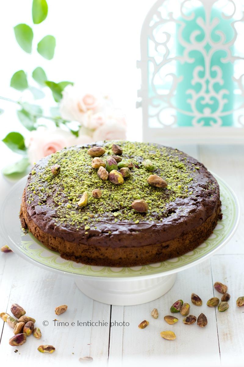 Torta ai pistacchi di bronte e cioccolato ricetta vegan 1
