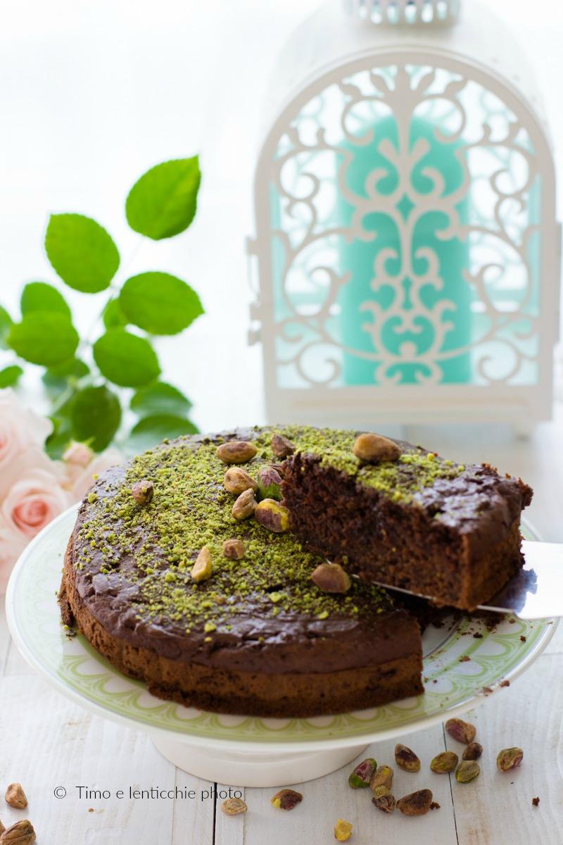 Torta ai pistacchi di bronte e cioccolato ricetta vegan 3