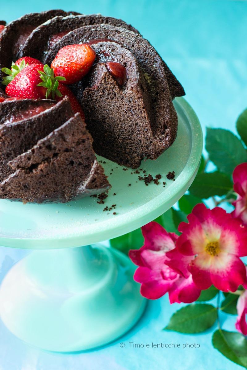 Torta al cioccolato con fragole senza burro e uova 2