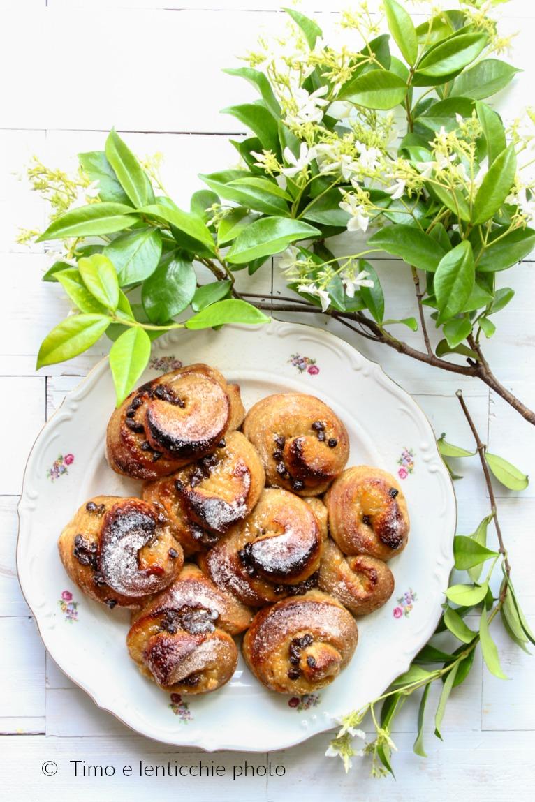Torta di rose con pasta madre alle pere e cioccolato