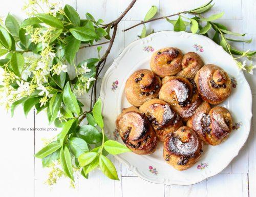 Torta di rose con pasta madre pere e cioccolato