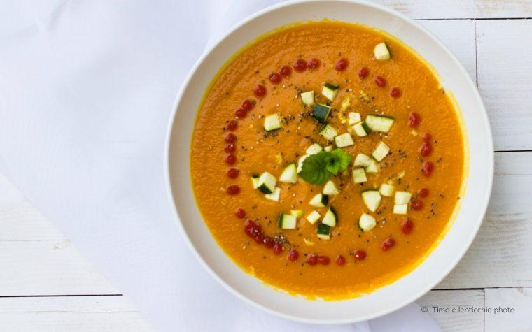 Crema tiepida carote e lenticchie rosse con zucchine