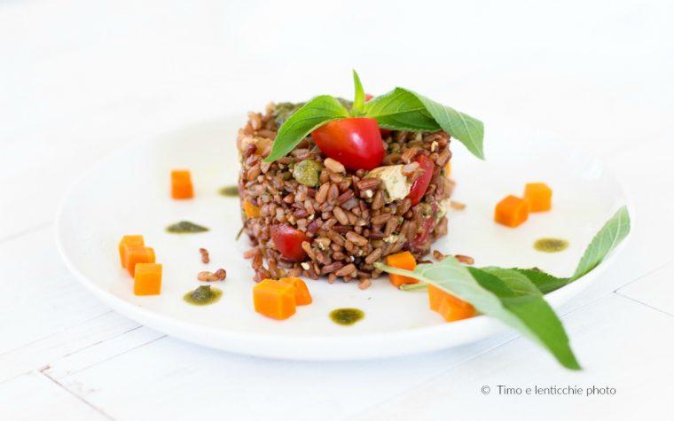 Riso rosso selvaggio tofu e pomodorini