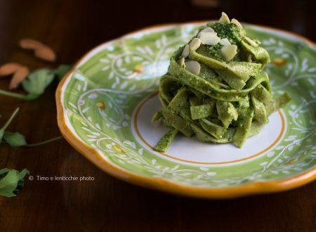 Pappardelle verdi al pesto di rucola e mandorle
