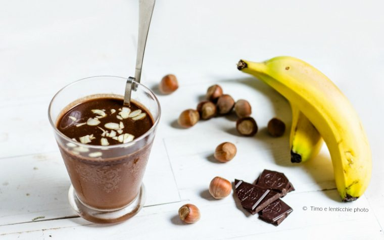 Smoothie banana e cioccolato senza lattosio