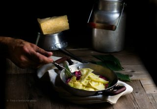 Ravioli ripieni al Vezzena di malga su crema di rapa 4 s