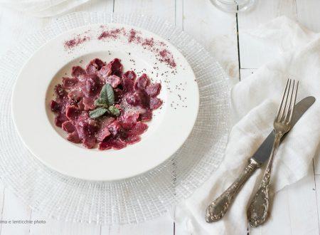 Ravioli alla barbabietola rossa spinaci e patate