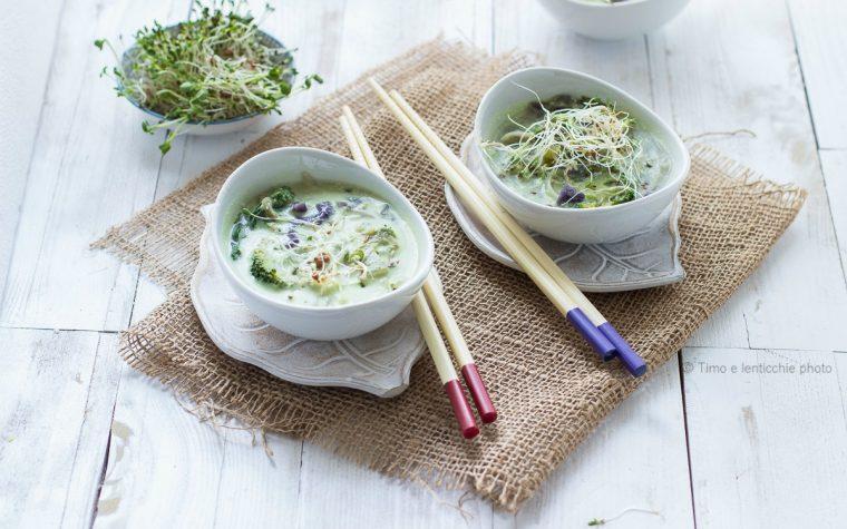 Zuppa thai al latte di cocco ricetta vegetariana con verdure