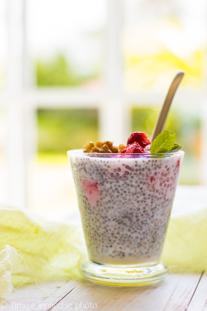 Chia pudding fragole e noci