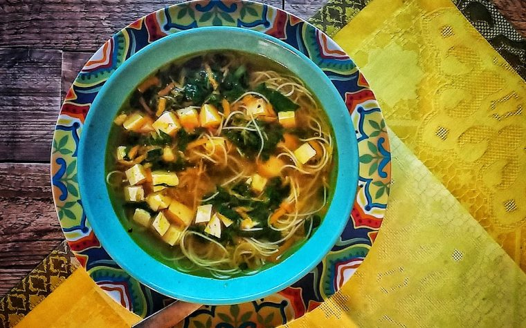 Zuppa di miso al tofu ricetta macrobiotica