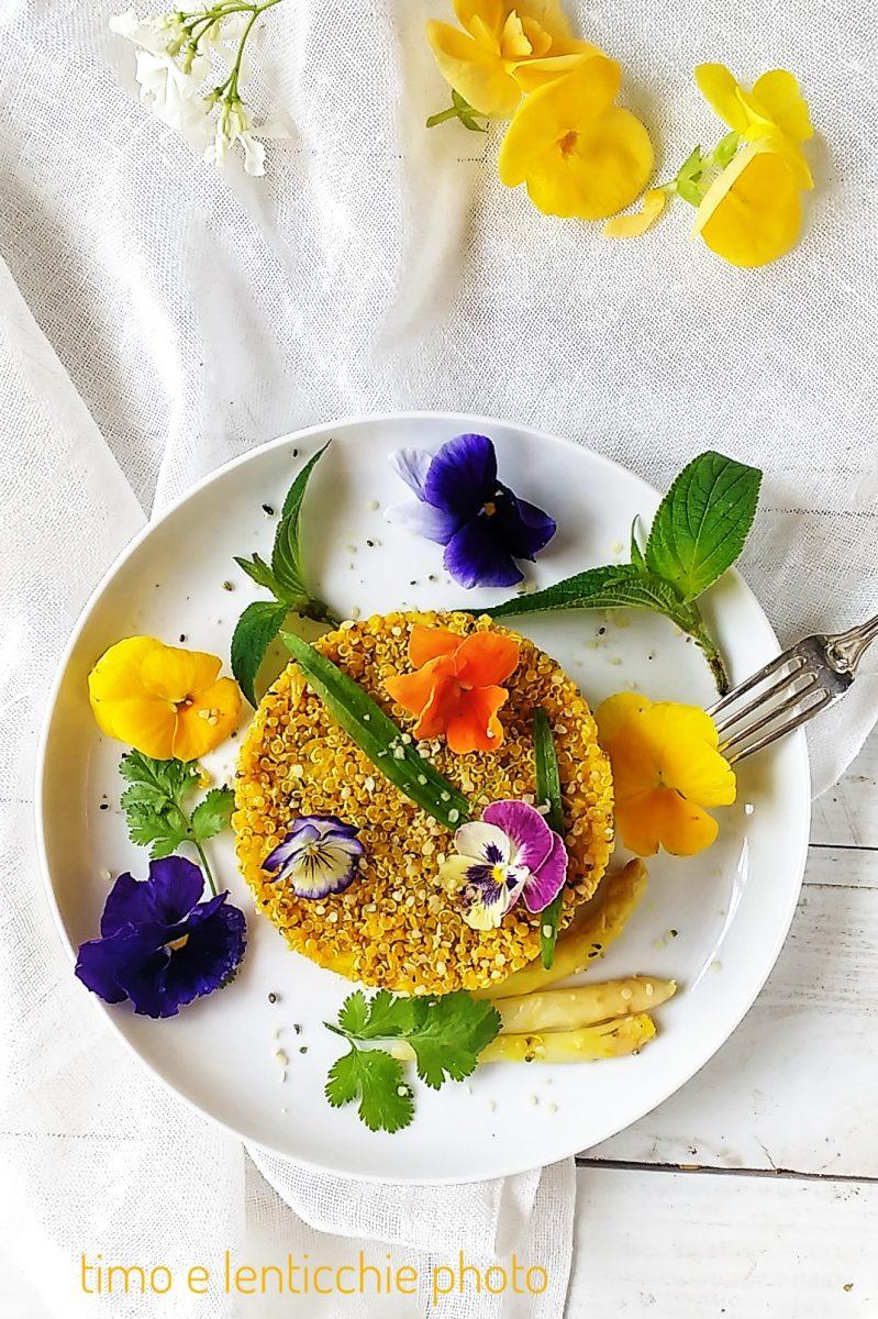 Quinoa alla curcuma e asparagi con fiori eduli