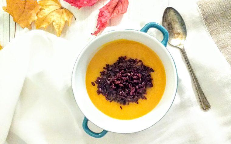 Zuppa di carote e riso nero