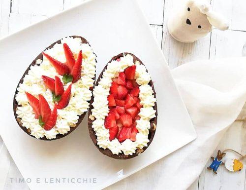 Tiramisu alle fragole nell'uovo di Pasqua