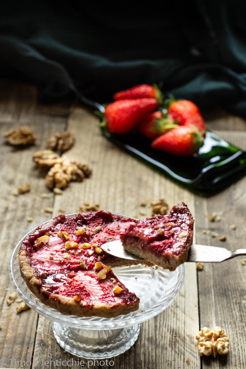 Crostata di fragole fresche e noci