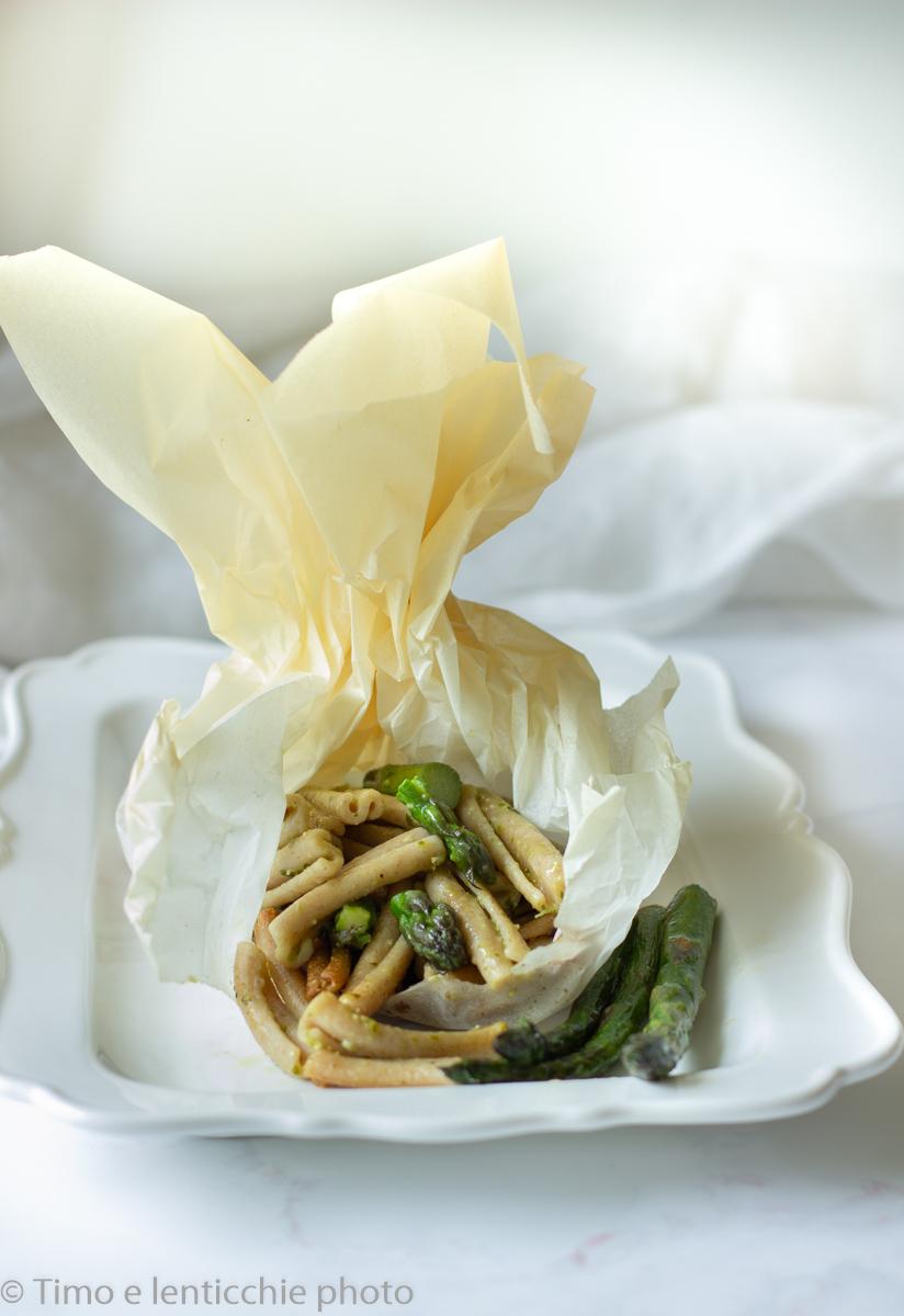 Strozzapreti 700 grani con asparagi - al cartoccio