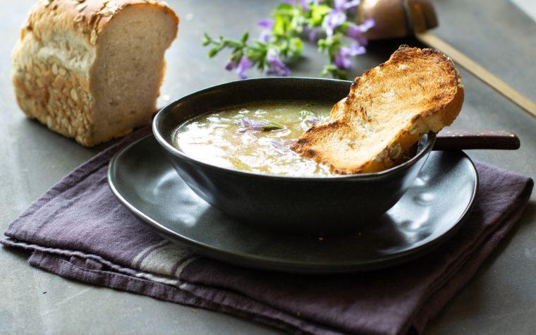 Zuppa di cipolle leggerissima