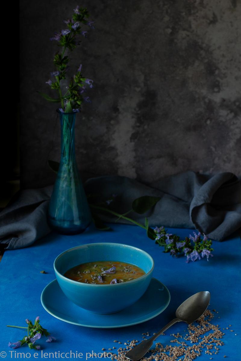 Zuppa di piselli e farro spezzato