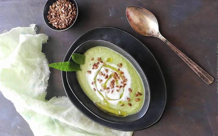 Zuppa fredda zucchine e cetrioli con kefir