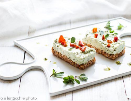 Cheesecake salata alle mandorle