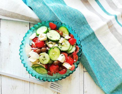 Insalata greca vegana ricetta