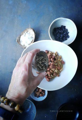 foto granola nocciole e uvetta