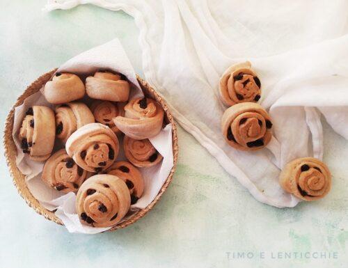 Girelle all'uvetta senza uova – panini dolci a chiocciola