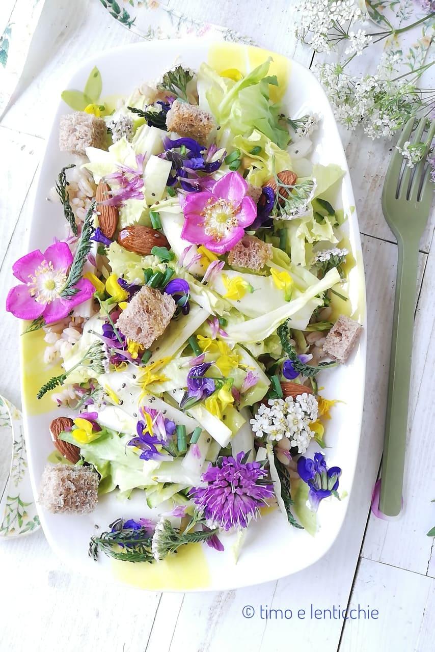 nsalata d'orzo e fiori di montagna
