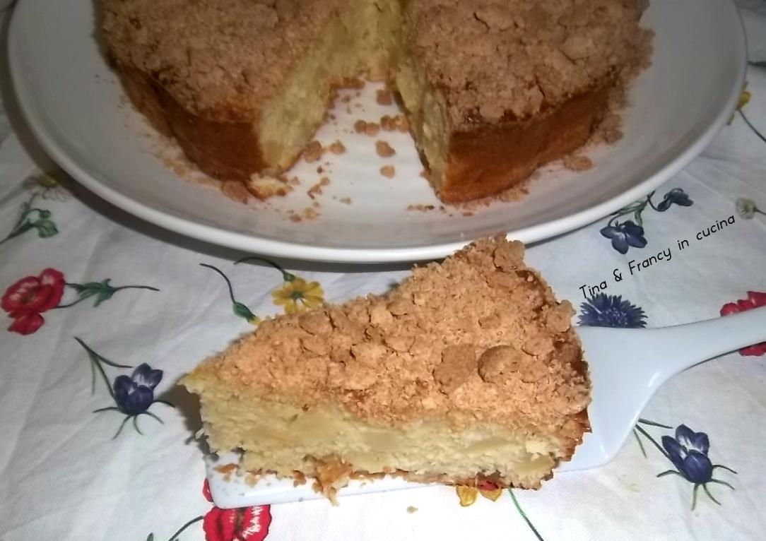 torta di mele con amaretti sbriciolati