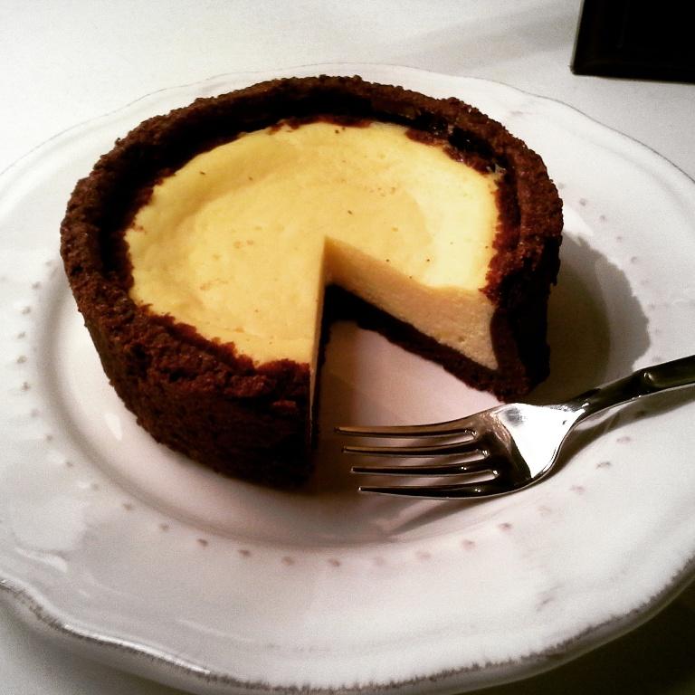 Cheesecake al forno con base al cioccolato