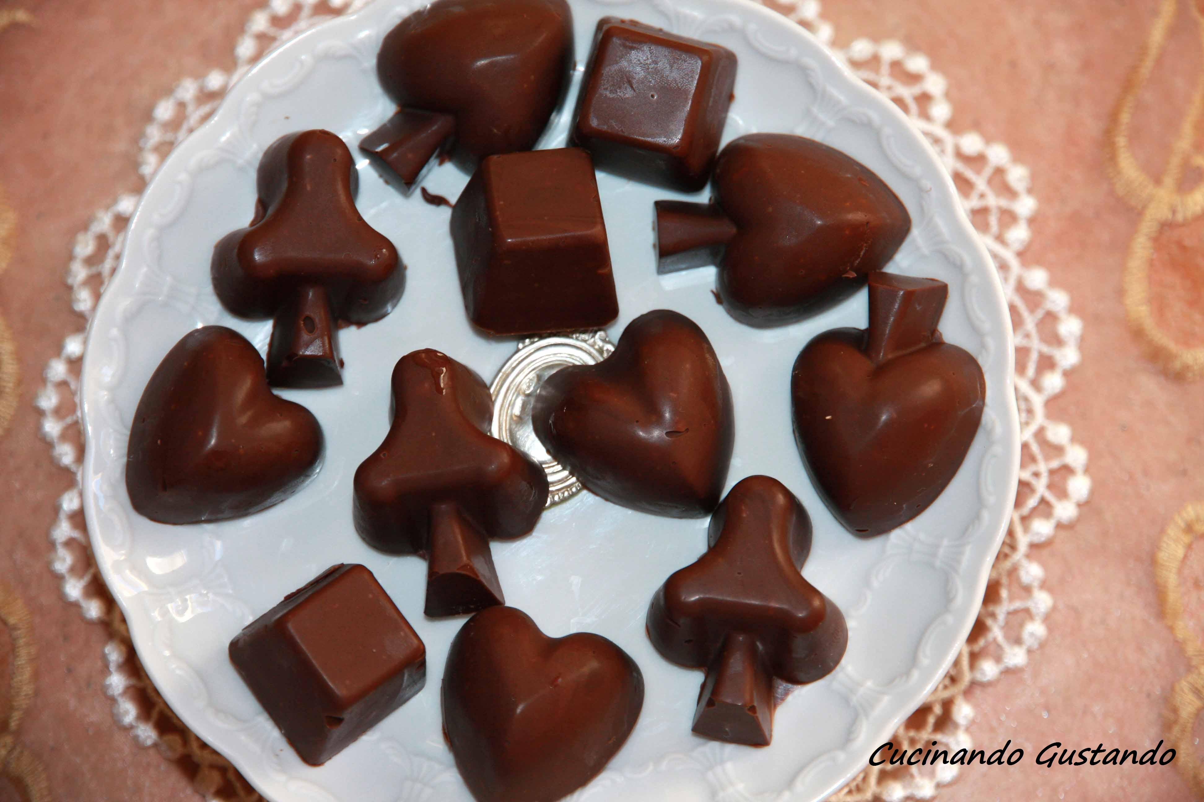 Cioccolatini fatti in casa ricetta facile - Faretti in casa ...